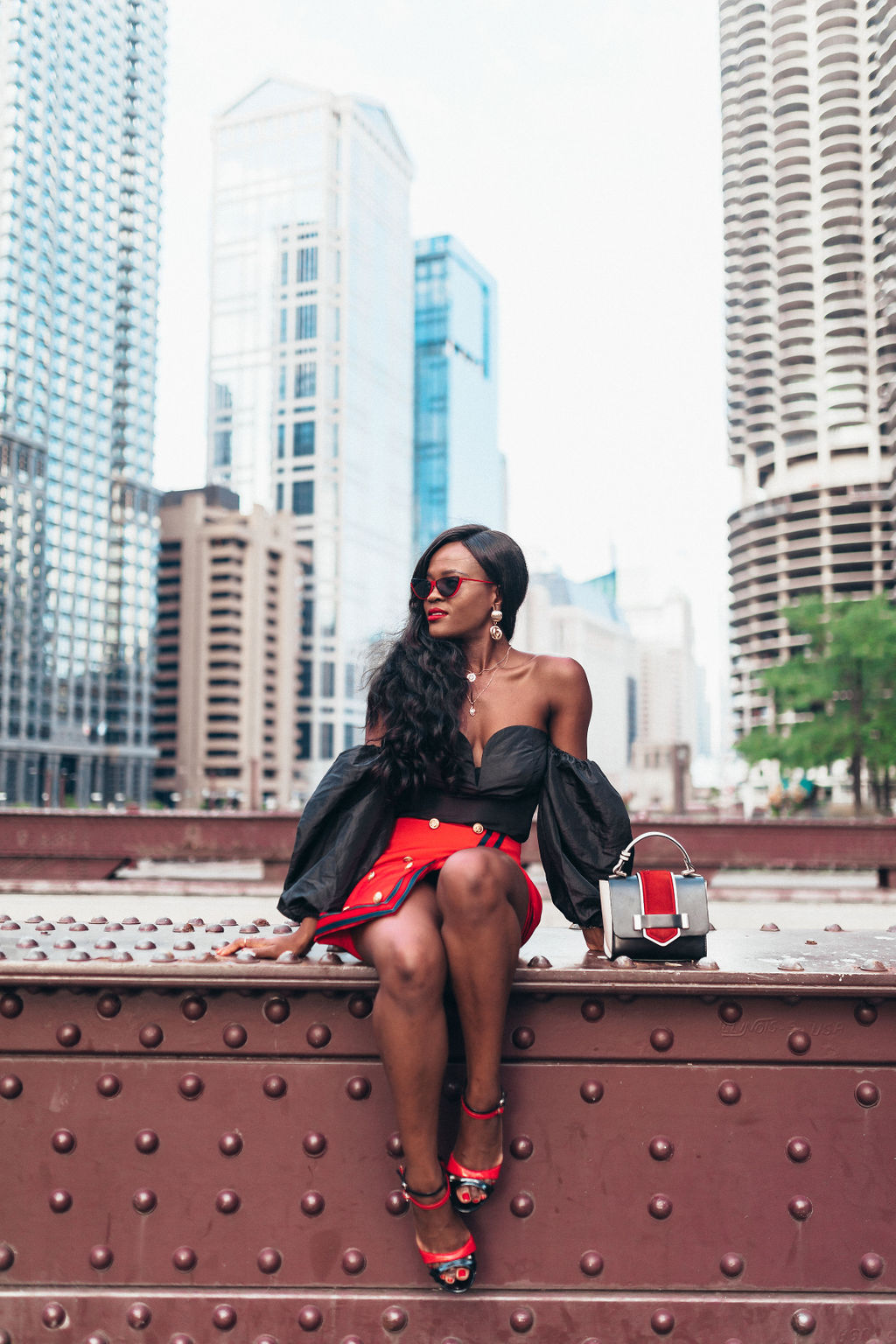 How to look chic wearing black and red this summer