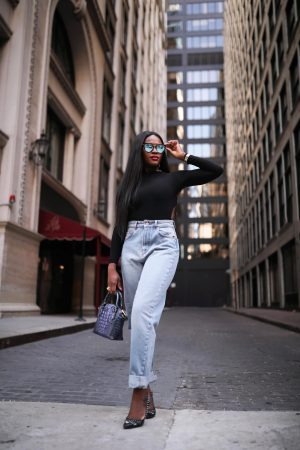 How to style a pair of mom jeans