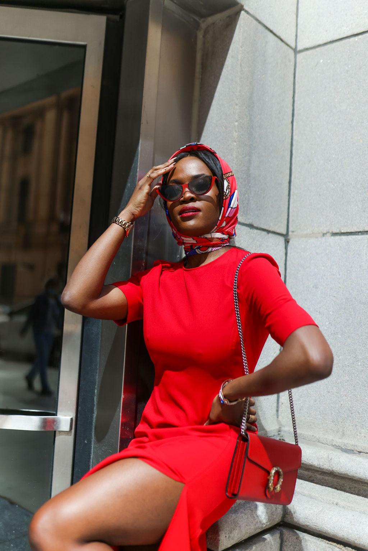 Jenn Ibe, Chic retro red scarf